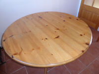 Pine round pedestal table, extends