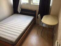 BETHNAL GREEN !!! COSY AND CHEAP DOUBLE IN A FRIENDLY FLAT .. MUST GO FAST