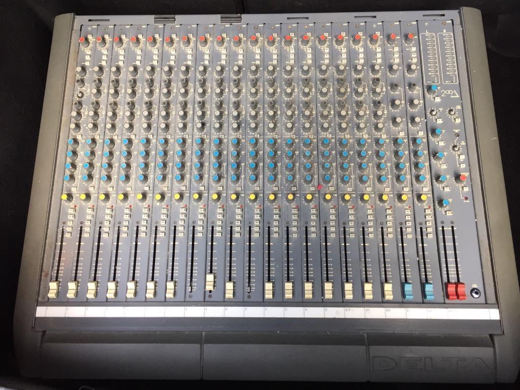 Soundcraft delta 200 16 channel mixing desk