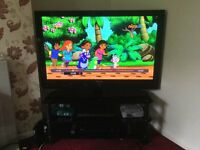 """SAMSUNG 50"""" HD TV with HD FREEVIEW & 3x HDMI COMPLETE WITH GLASS STAND"""
