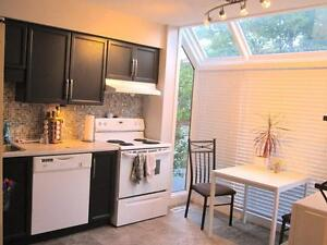 WESTERN: RENOVATED 4 BEDROOM 2.5 BATH STUDENT TOWNHOME - $550/M