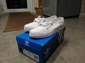 Adidas honey plimsoles size 4