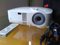 NEC VT695 Projector / Very Bright Image 2500 ANSI lumen / With New Lamp!