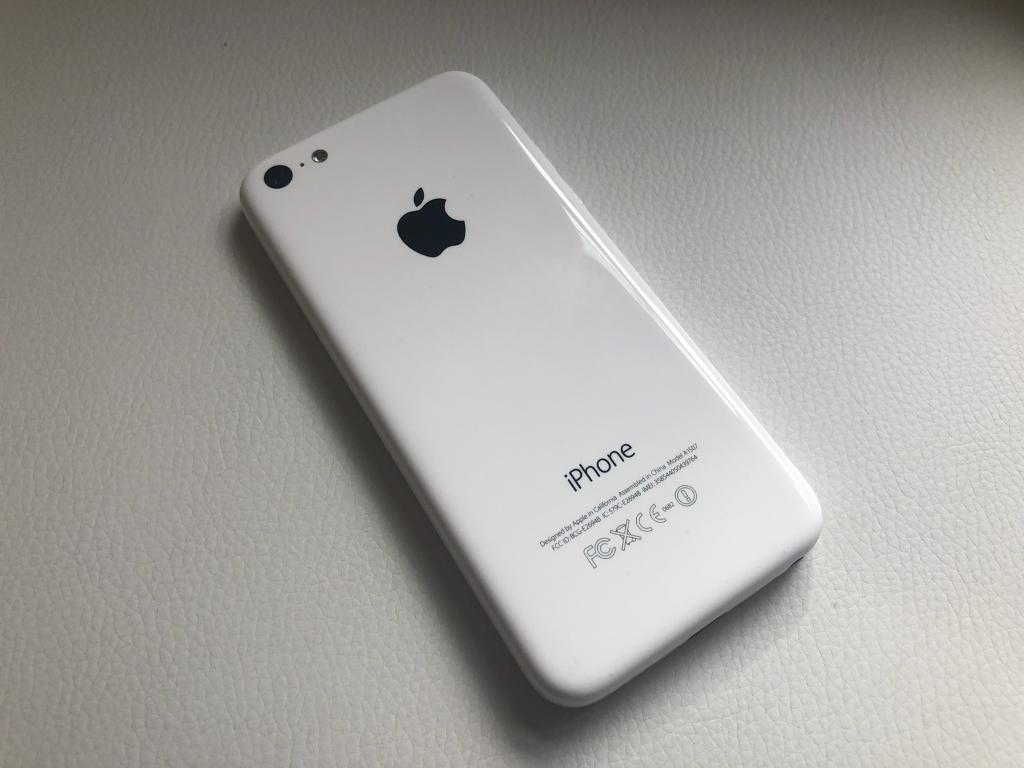 iPhone 5C White 16GB EE Virgin BT Asda Excellent Conditionin Rochdale, Manchester - iPhone 5c in white. This phone is in very good condition the back and front are excellent it has a couple scuffs on edges. There is issue with this phone in that the time won't set correctly as soon as you let phone go to sleep it goes back to 12...