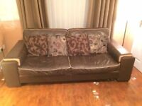 BEAUTIFUL BROWN ITALIAN LEATHER 3 SEATER SETTEE AND 2 MATCHING ARMCHAIRS