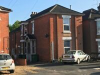 1 Bed G/F Flat, Richmond Road ** Available Now **