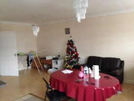 Large Two Bed,Electricity and Water included, 1 min to Station, only £1390, WD6