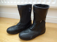 LADIES RST MOTORCYCLE BOOTS (NEARLY NEW)