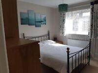 **Monday to Friday** Comfortable DB Room near Clapham Junction with private bathroom
