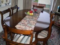 Solid mahogany extending dining table with 2 carvers and 4 standard chairs