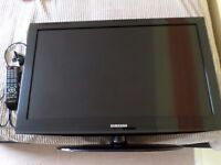 """Samsung 32"""" TV with Freeview"""