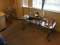 LOVELY DECORATIVE GLASS & METAL COFFEE TABLE & 2 X SIDE TABLES
