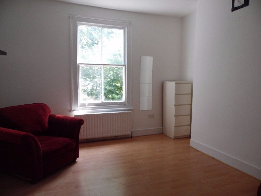 CHEAP NEWLY DECORATED TWO BED AVAILABLE NOW IN TULSE HILL! GREAT PRICE CALL TODAY!