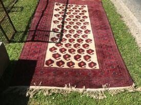 Persian Rug Patterned Dark Red Surround - Cream Centre