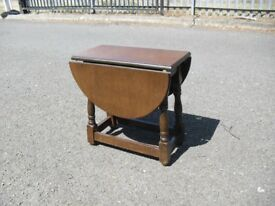 Clean Oak Swivel Top Coffee Side End Occasional Table Vintage