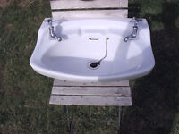 Bathroom sink - Ceramic