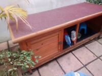Indoor / outdoor rabbit or guinea pig hutch + winter cover and accessories