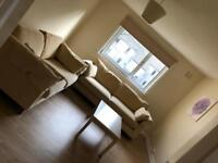 Fully Furnished 1 bedroom flat just off of king st .. very clean flat.. close to town centre
