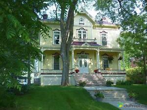 584 000$ - Maison 3 étages à vendre à Victoriaville