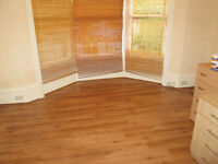 £85 PER WEEK FULLY FURNISHED THREE DOUBLE ROOMS AVAILABLE IN A SHARED HOUSE BILLS INCLUDED FREE WIFI