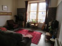 Large 2 bed/3 apt in kelvinbrige looking for local 3 bed flat or house