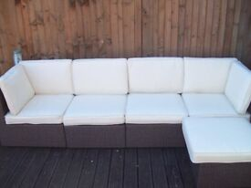 AS NEW RATTAN CORNER GARDEN SUITE RRP 1100 DELIVERY FREE