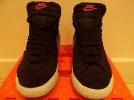 Nike SB Black and Blue size UK 3