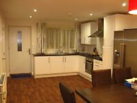 All Bills Included, Professional postgraduate LUXURY Double room in modern house in FALLOWFIELD