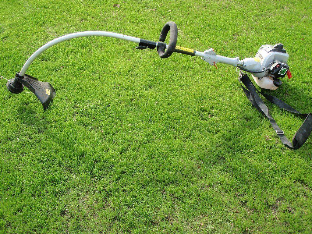 33cc Petrol Grass Strimmer. 0.9kw. 42cm cutting width. shoulder strap.