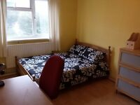 ** ALL BILLS INCLUDED ** HUGE SPACIOUS ROOM BANG OPPOSITE QUEEN MARY UNI / MILE END / STEPNEY GREEN