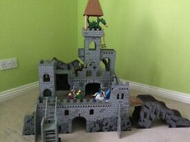 Large Wooden Toy Castle/Forte & Accessories