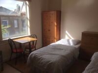 Big TWIN room next to Waterloo Station!