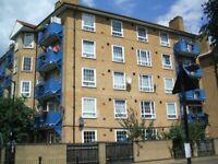 Nice 3 Bedroom Flat Near West Ferry DLR, Canary Wharf, London E14.