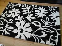 Beautiful brand new rug, black and ivory 120x170cm