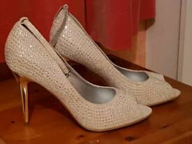 Hot Shoes Size 8 Heels