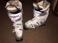 Salomon ski boots - women's - size 7