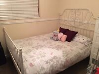 New king size bed, in perfect conditions. Disassembled ready to colect.