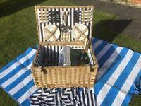 Large 8 place picnic hamper