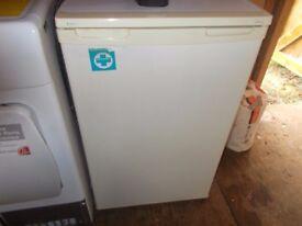 A Small LEC refigerator