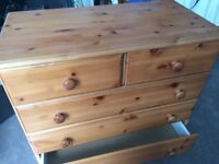 Basic small chest of drawers - W12