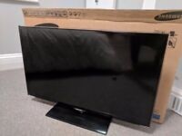 """Samsung UEES5500K 32"""" 1080p HD LCD TV inc remote and stand"""
