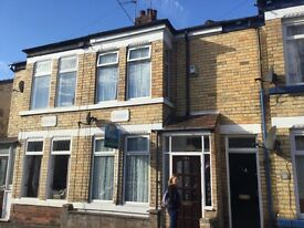 Newland avenue two bedroom , high standard house to let £450 pcm no deposit, no bond required ! ,