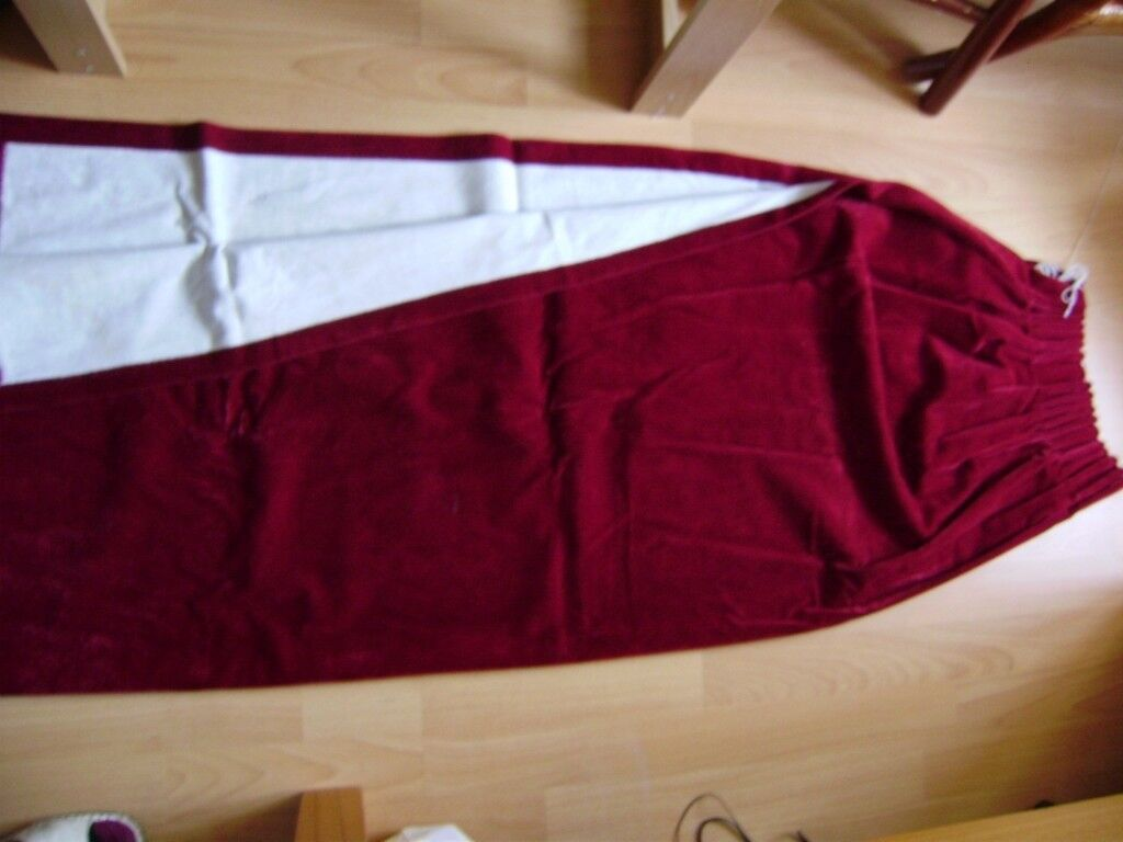 Curtans, pair of curtains, lovely burgundy colour, great condition