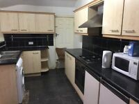 3 bedroom flat available in Stockport Adswood, close to all amenities, transport, schools