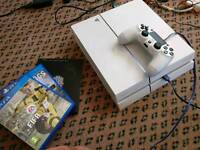 PlayStation 4 white 500GB with games