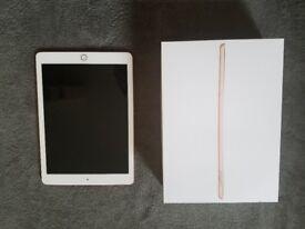Apple iPad 6th Gen. 128GB Wi-Fi 9.7Inch - Gold - Almost new