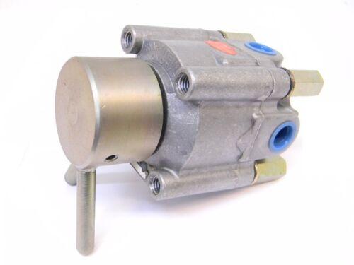 New Surplus Snap-Tite Hydraulic Directional Control Valve, 5513-1