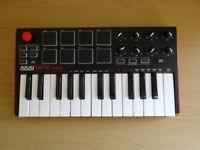 Akai MPK Mini (Beat-pad and Midi Keyboard)