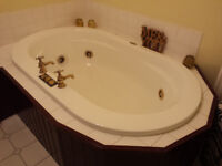 Large classic Jacuzzi bath for free - must collect