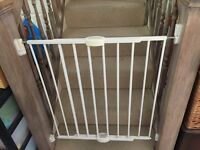 Lindam Expanding metal safety gates with wall fittings x 2 units